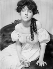 Portrait of Evelyn Nesbitt (click to view image source)