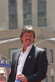 Portrait of Dennis Eckersley (click to view image source)